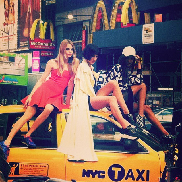 640x640xdkny-instagram1.jpg.pagespeed.ic.R48hIosDQL