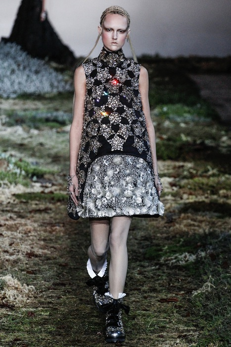 ALEXANDER MCQUEEN FALL WINTER 2014 2015 1